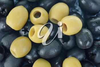 Royalty Free Photo of Green and Black Olives